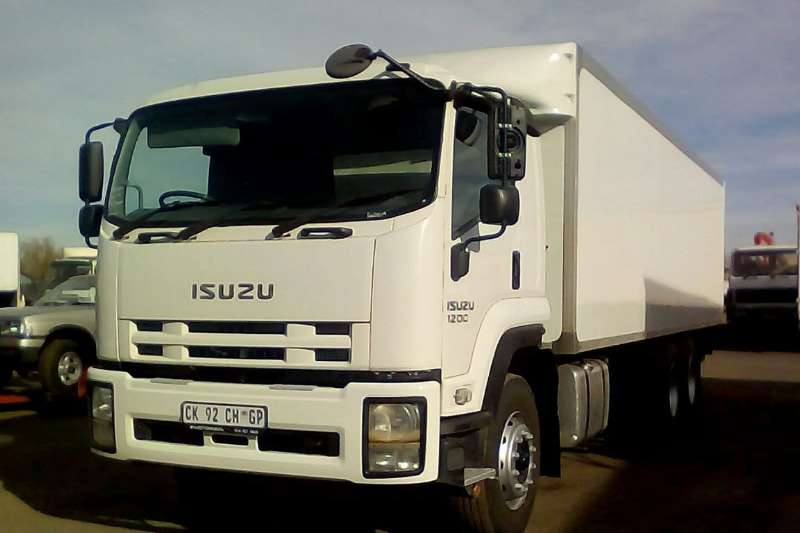 Isuzu Box trucks ISUZU FVM 1200 BOX BODY 2013
