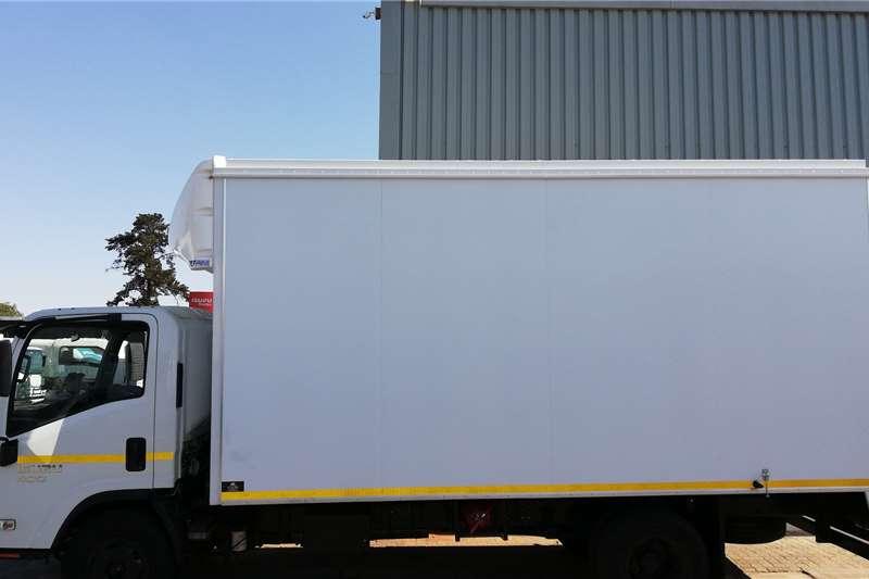 Isuzu NPR 400 AMT Box trucks