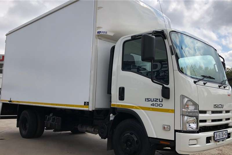 Isuzu Box trucks NPR 400 AMT 2019