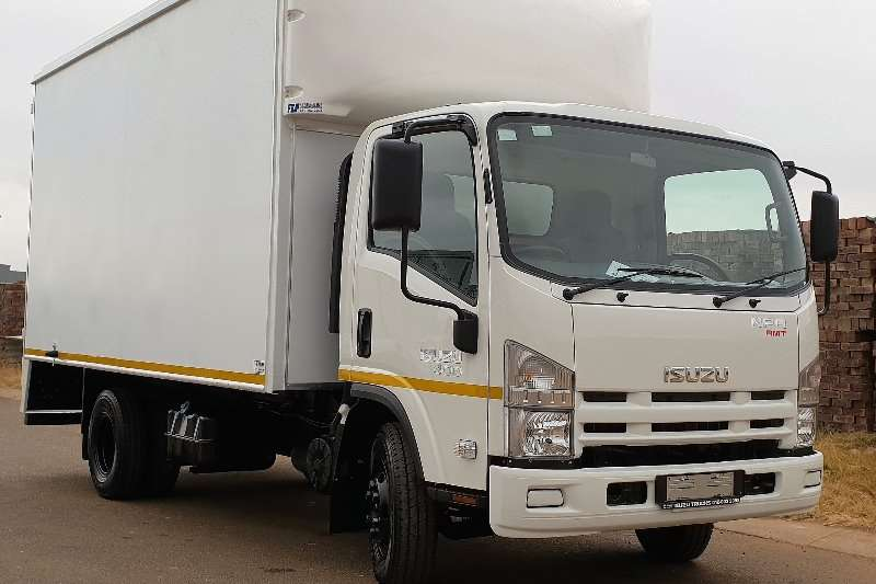 Isuzu Box Trucks NPR 400 AMT 2020