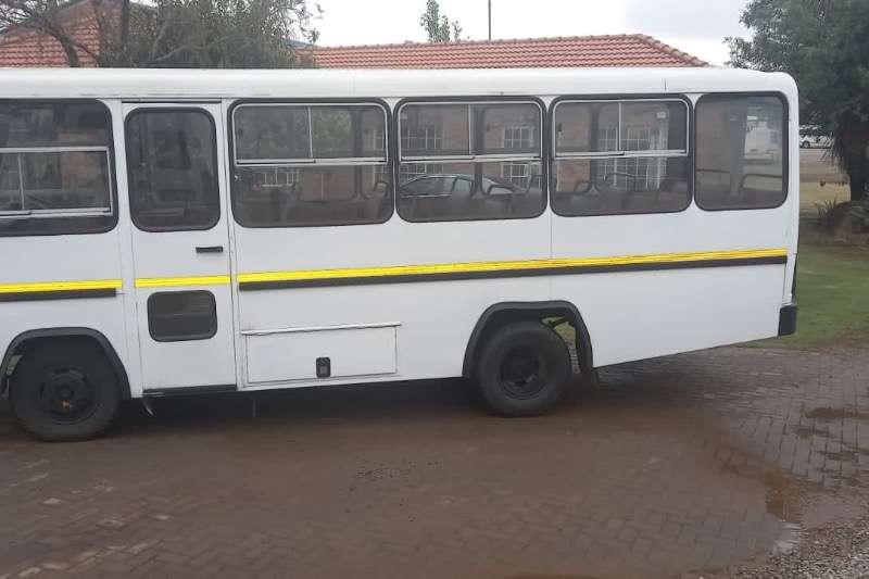五十铃23座24座巴士加8座站巴士