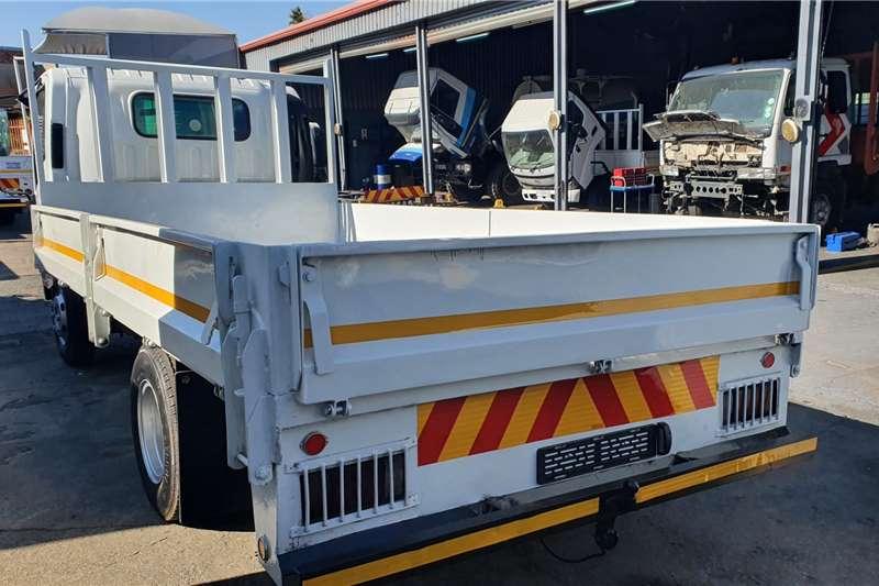 Isuzu NPR300 3TON Dropside trucks