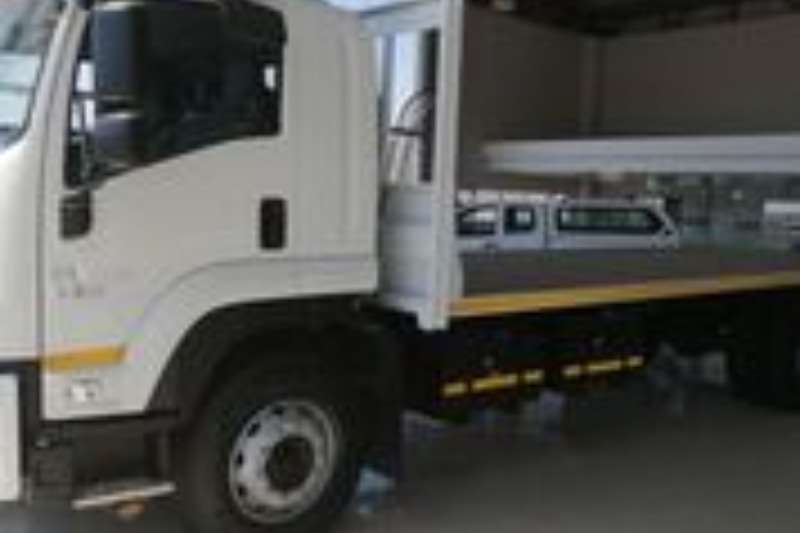 Isuzu Flatbed trucks FTR 850 AMT WITH FLAT DECK  AND HITCH 2020