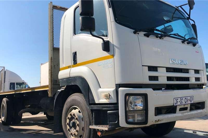 Isuzu Flatbed trucks FTR850 AMT FLAT DECK 2015