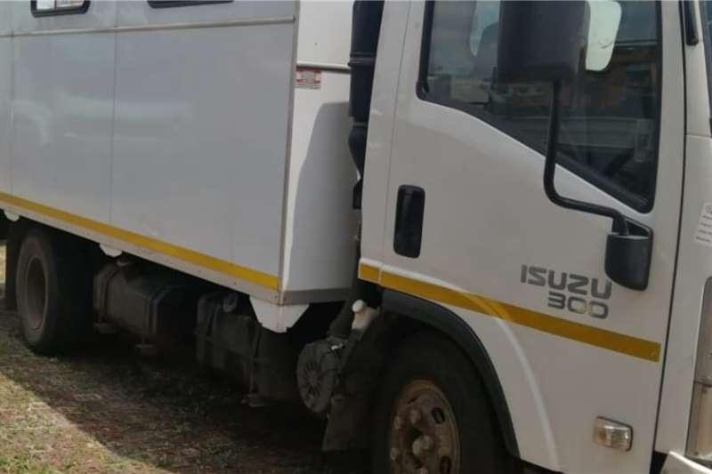Isuzu Personnel carrier trucks NQR300 2018