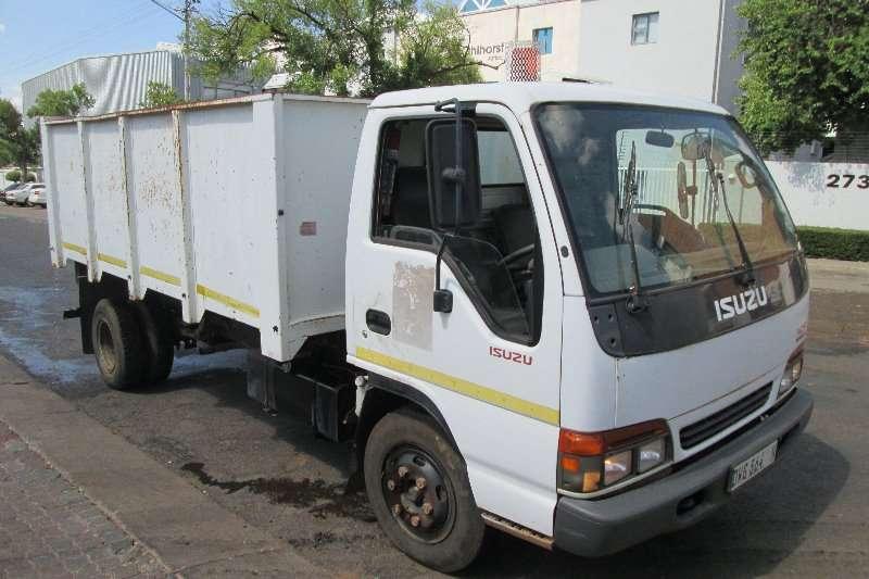 Isuzu Tipper trucks NQR500 2000