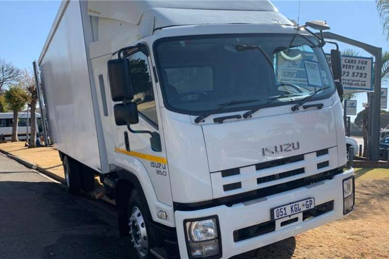 Isuzu Truck 850 C/Body (8.5t) + Taillift (View by appointment) 2014