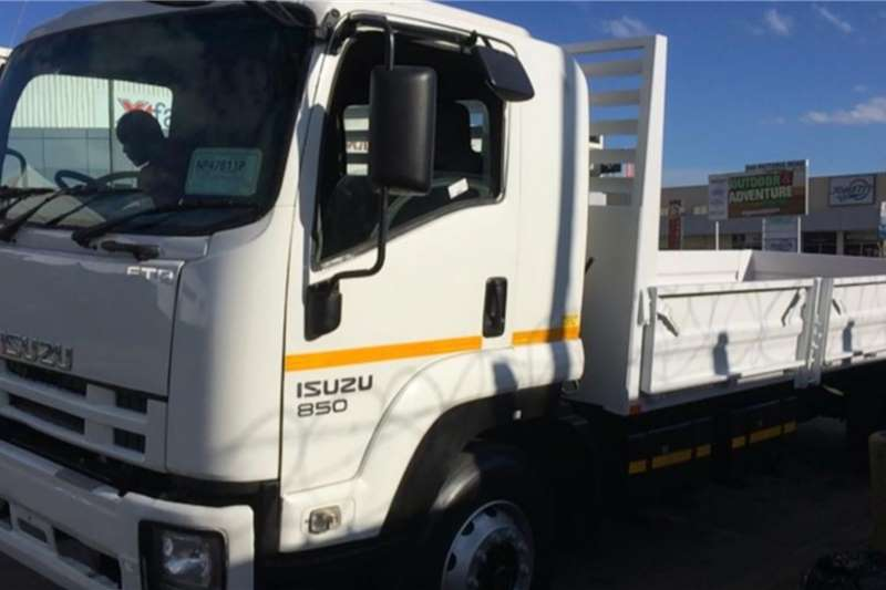 Isuzu Truck 850 with Dropside 2017