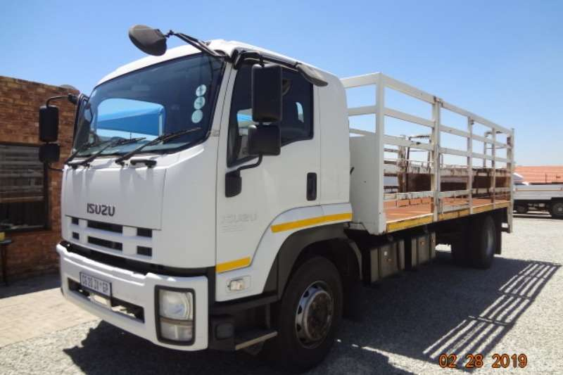Isuzu Truck Cattle Body FTR850 with cage body and tail lift 2013
