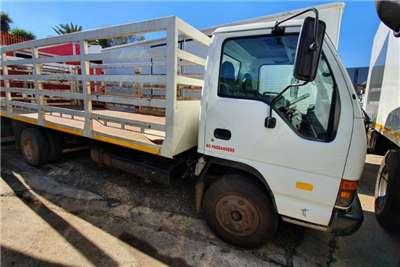 Isuzu Truck Cattle Body NQR500 2003