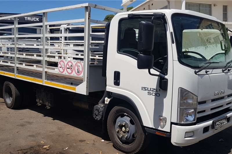 Isuzu Truck Cattle body NQR500 AMT 2017