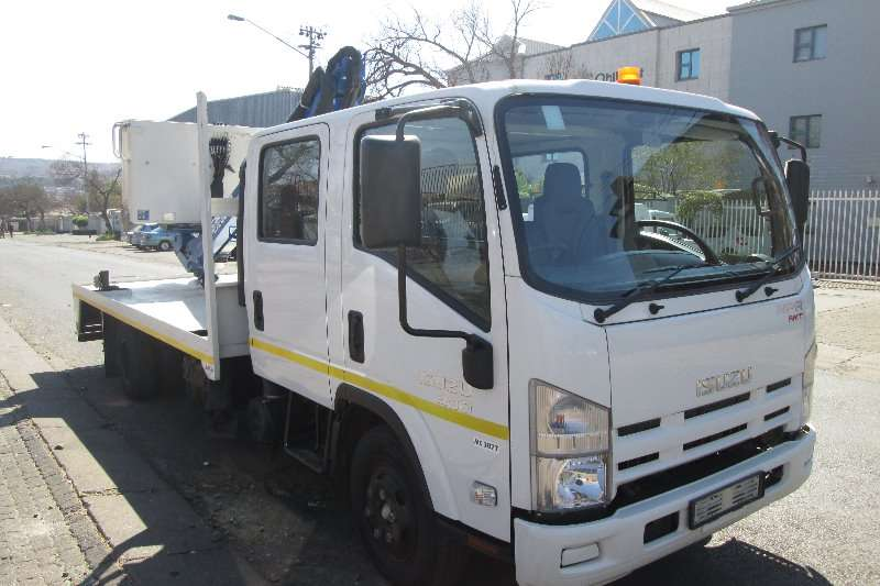 Isuzu Truck Cherry picker 400 2016