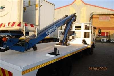 Isuzu Cherry picker ISUZU NPR400 CREW CAB AND GT16.09 CHERRY PICKER Truck