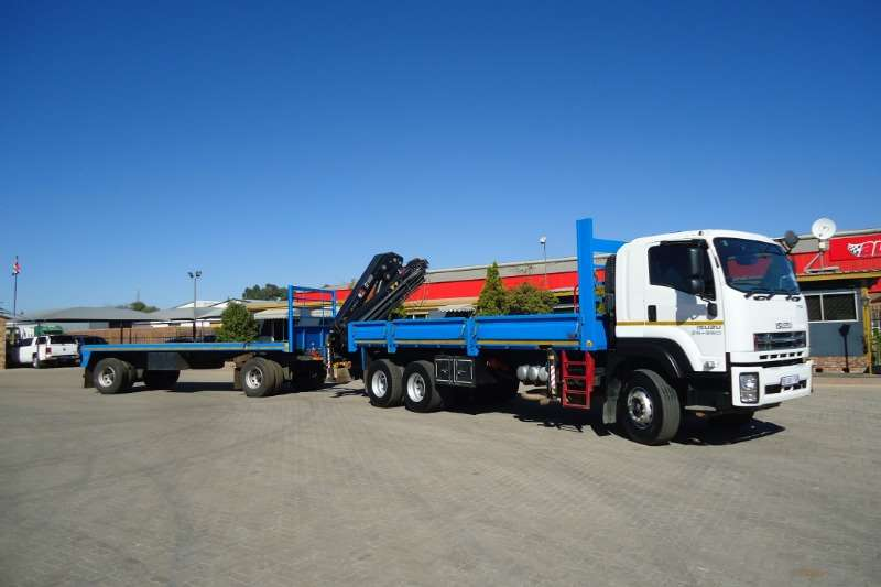 Isuzu Truck Crane truck ISUZU FX 26.360 WITH CRANE AND 10T DRAWBAR TRAILER 2017