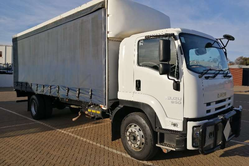 Isuzu Truck Curtain side Isusu FTR 850 AMT 2015