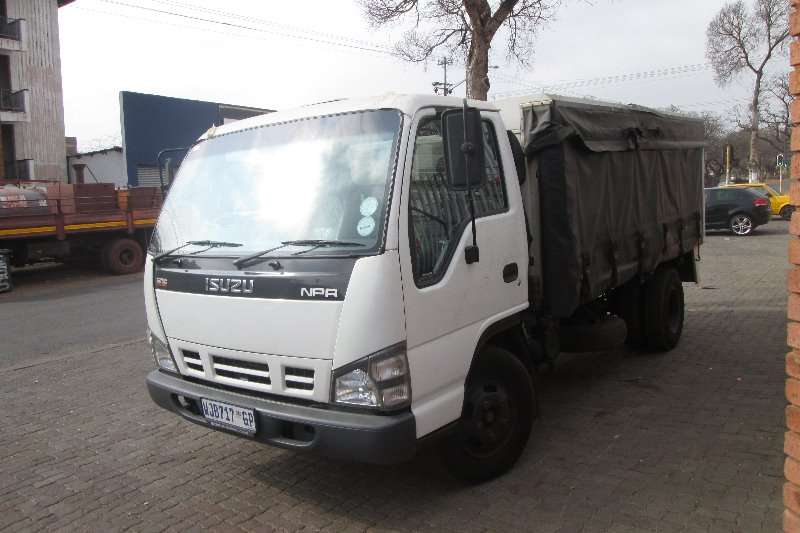 Isuzu Curtain side NPR300 Truck