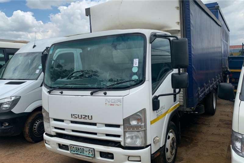 Isuzu Truck Curtain side NQR500 2010