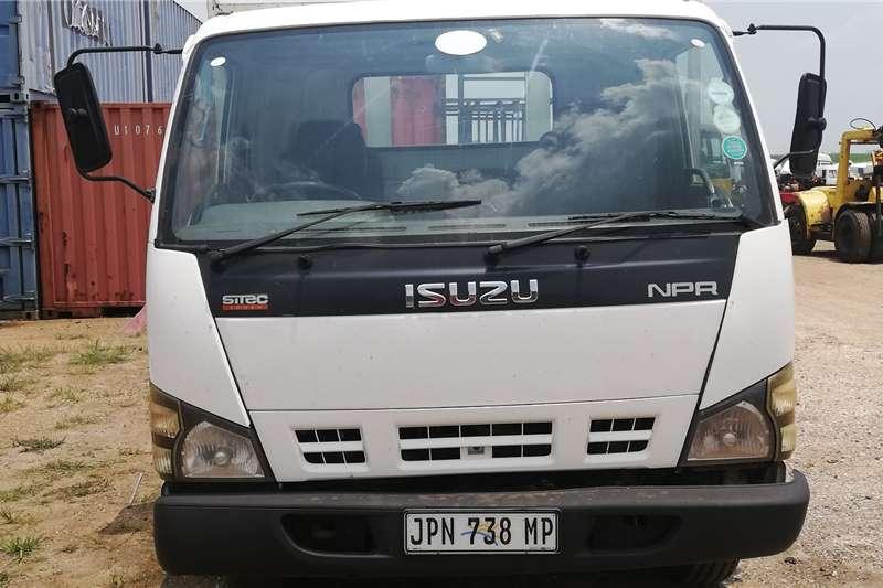 Isuzu Truck Dropside NPR 400 2008