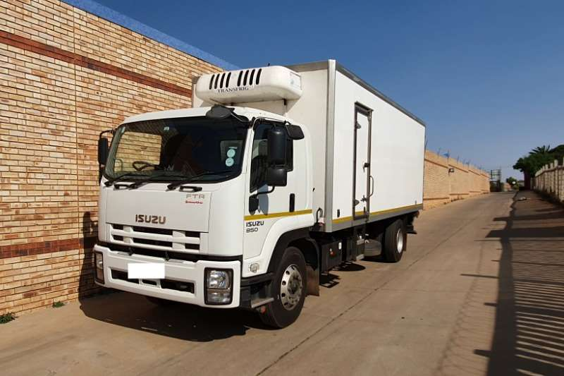 Isuzu Truck Fridge truck FTR850 FITTED WITH TRANSFRIG KV 860 COOLER UNIT 2014