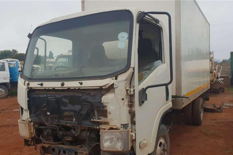 Isuzu Truck Fridge truck Isuzu with fridge body stripping for spares