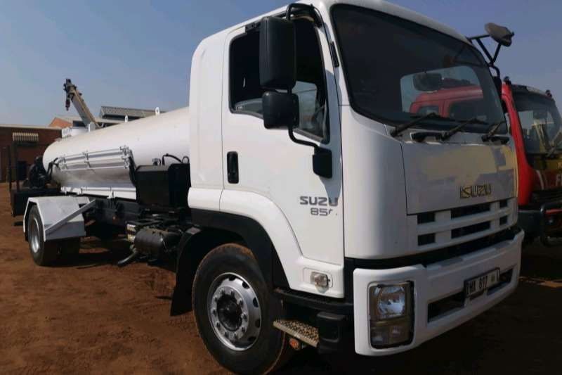 Isuzu Truck ISUZU 850 , 10 000 LITER WATER TANKER 2015