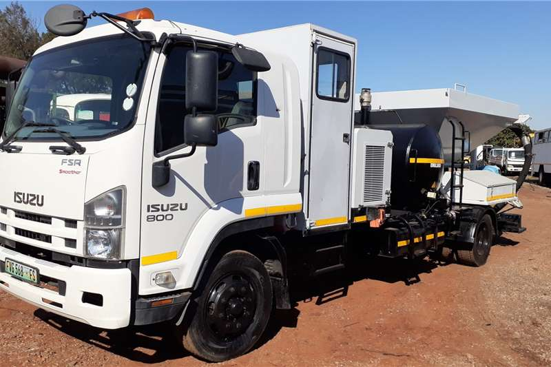 Isuzu Truck Isuzu FSR 800 Smoother with Jet Patcher 1000 4FSA 2016