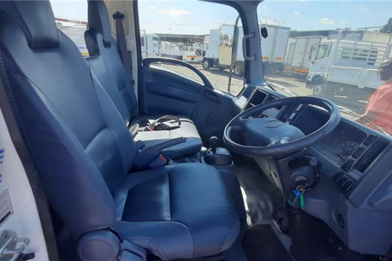 Isuzu ISUZU NMR 250 DROPSIDE DOUBLECAB CAGE BODY Truck