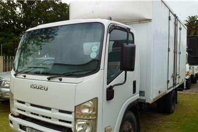 Isuzu NPR 400 Closed body Truck