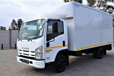 Isuzu NPR 400 Volume body Truck