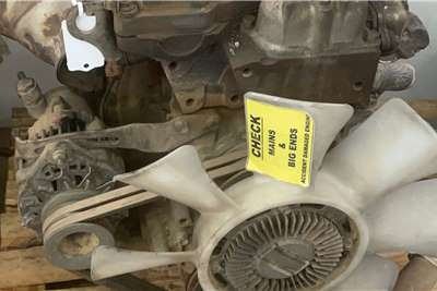 Isuzu 2004 Isuzu NPR400 Used Engine Truck spares and parts