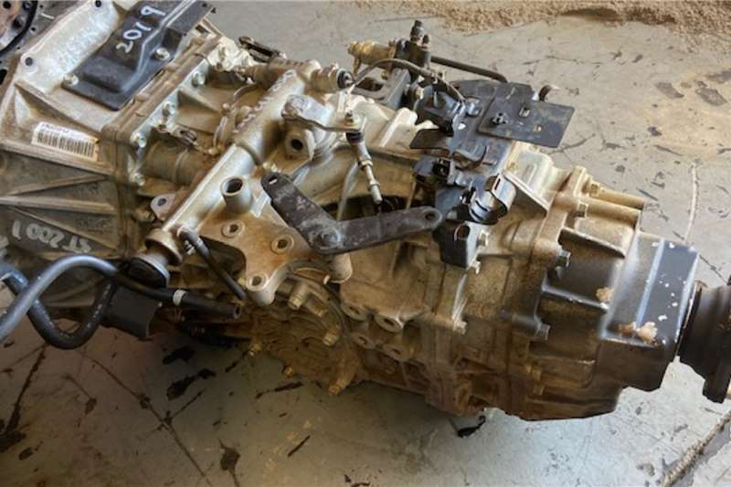 Isuzu Gearboxes 850 MANUEL GEARBOX Truck spares and parts