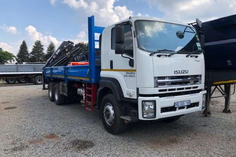 Isuzu Truck-Tractor Double axle FX 2 26 360 dropside with HIAB crane 2017