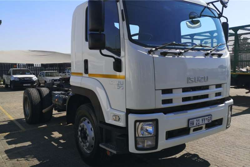Isuzu Truck tractors GVR 900 Manual Demo 2019