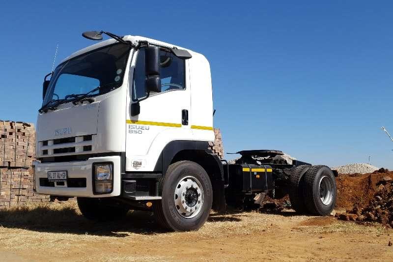 Isuzu Truck tractors Single axle GVR 900 2020
