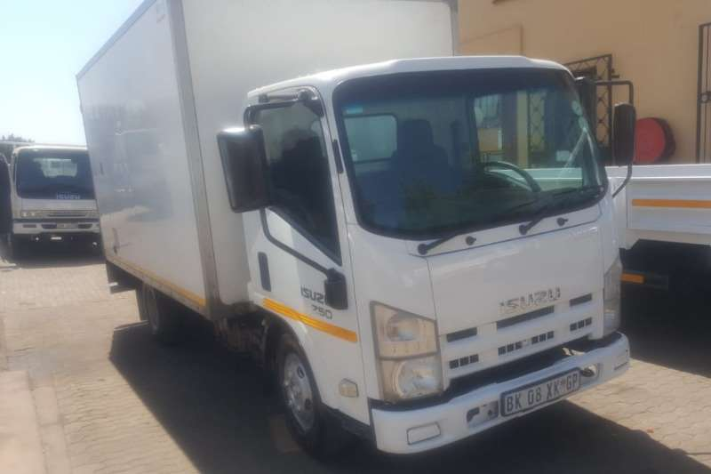 Isuzu Truck Van body Isuzu NMR 250 Volume Body 2011
