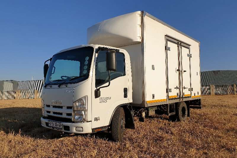Isuzu Truck Van body NMR 250 2017