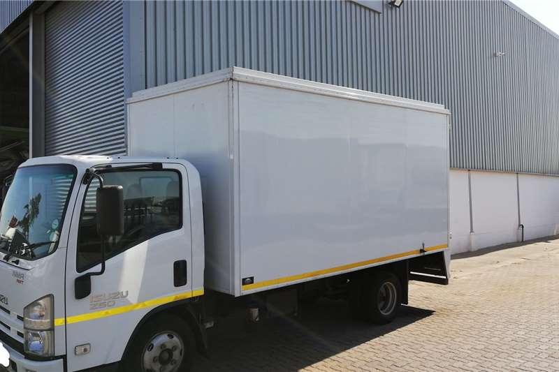 Isuzu Truck Van body NMR 250 AMT 2018