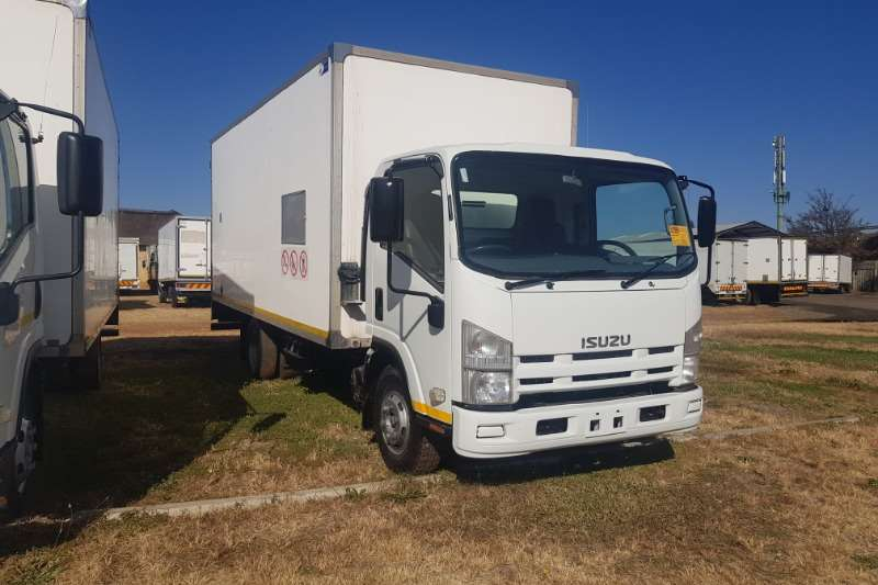 Isuzu Truck Volume body NPR400 2011