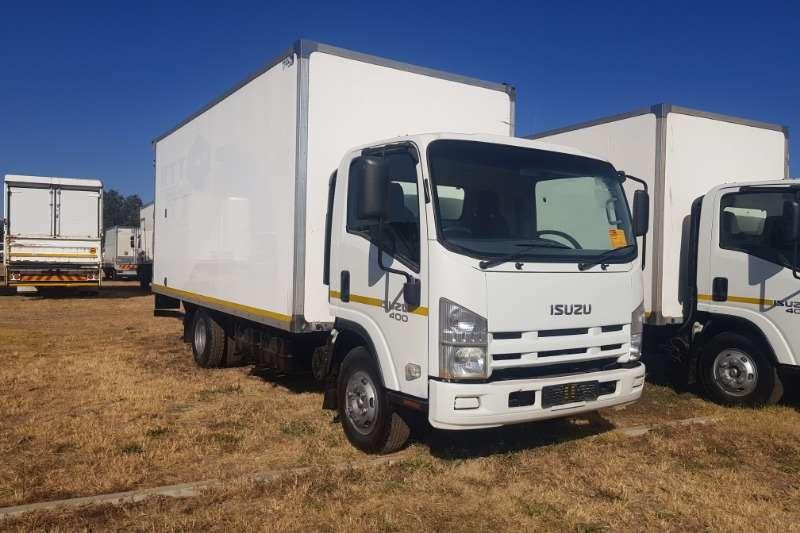 Isuzu Truck Volume body NPR400 (With Tail Lift) 2013