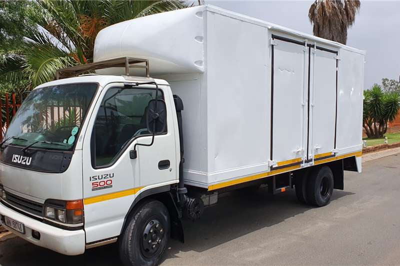 Isuzu Truck Volume body NQR500 2005