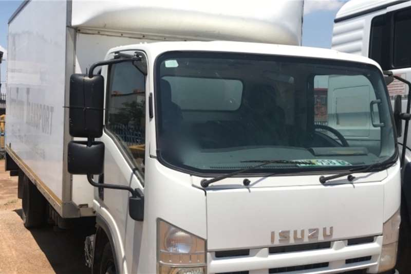 Isuzu Truck Volume body NQR500 2011