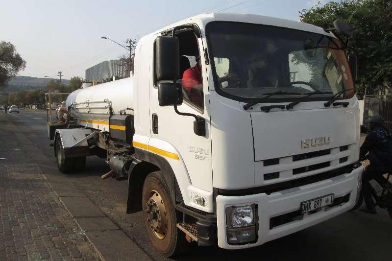 Isuzu Truck Water tanker FTR850 2015