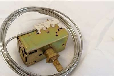 Iveco Thermostat Switch (98421029) Truck spares and parts