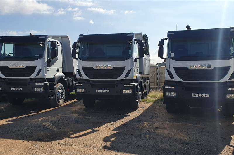 Iveco Truck Tipping body Trakker 330 2018