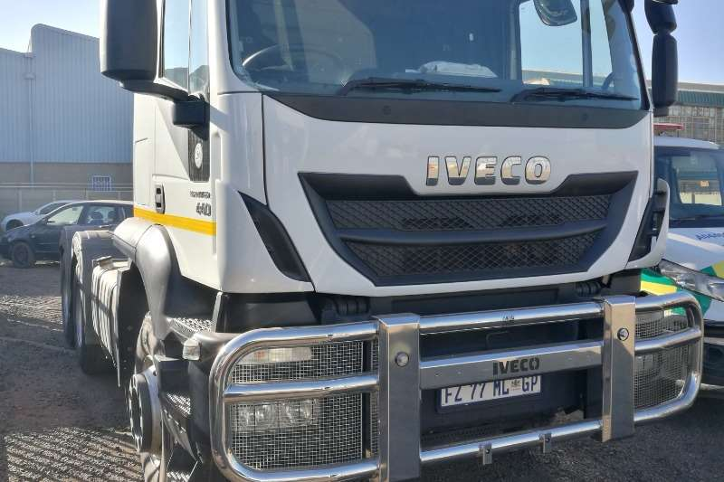 Iveco Truck-Tractor Double axle 440 TRAKKER 2017