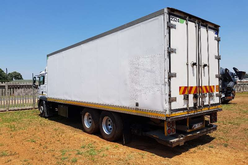 Kingtec Truck bodies Refrigerated body 8.9m Fridge Body, Thermoking unit, Tailift 2010