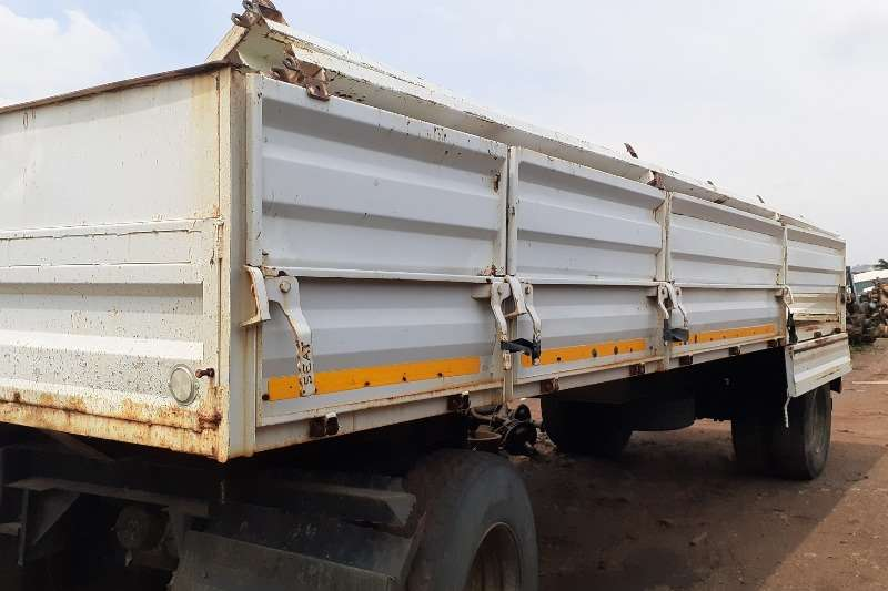 M And P Trailers Drawbar Drawbar Cattle Body 8 Meters 2005