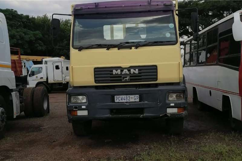 MAN MAN M2000 10 TON FLAT DECK WITH CRANE 5 TON AND BR Crane trucks