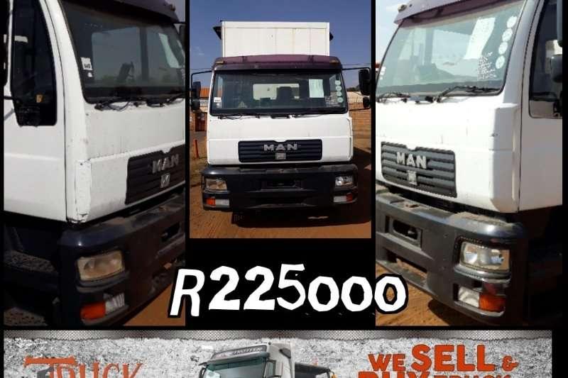 MAN MAN 18.224 tag axle Taut liner Curtain side trucks