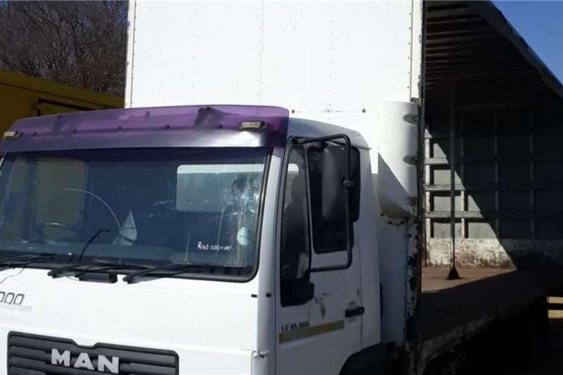 MAN 10 160 tautliner Truck